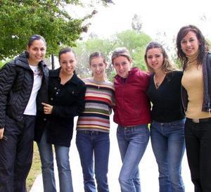 <u><b>25 de marzo </u> </b> <p> Grupo de amigas de la Universidad La Salle de La Laguna, quienes estudian psicología.