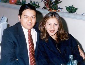 Flavio César de Robles Valenzuela y la señorita Sandra Verónica Mesta Márquez contrajeron matrimonio el 27 de marzo de 2004.