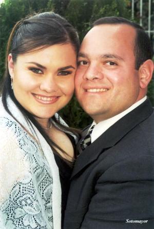 Marco Antonio Morán Pérez y la señorita Ana Lucía Villarreal Torre contrajeron matrimonio el 27 de marzo de 2004.
