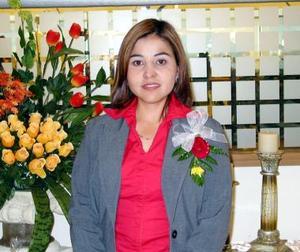 Claudia Ávila Arellano captada en la despedida de soltera que se le ofreció por su próximo matrimonio.
