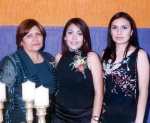 <b><u>26 de marzo </b></u><p>  Yebel García Rodríguez acompañada de María Elena Rodríguez Alemán y Fabiola García Rodríguez, anfitrionas de su fiesta de despedida