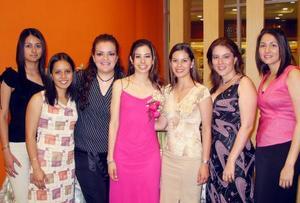 Janet García, Jessica Pacheco, Marilú Gidi, Christian Baeza, Aline Cornú y Vicky Rodríguez acompañaron a Venessa Blando Torres en su festejo de despedida.