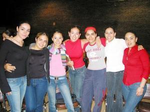 <b><u>25 de marzo </b></u><p>  Lara Rodríguez, Ale Santibáñez, Bere Acosta, Elda Rosas, Norma García, Megue Madero y Cynthia Rodríguez, estuvieron presentes en la Semana Universitaria.