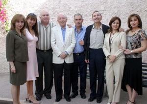 En fechas pasadas don Luciano Arriaga festejó su cumpleaños en compañía de sus hijos Luciano, Pepe, Chuy, Malú, Elia, Laura  y Raquel