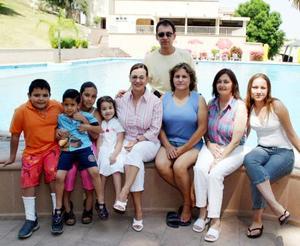<b><u>27 de marzo </b></u><p>  Proveniente de McAllen llegó Cristina Álvarez, la acompañaron Jorge Álvarez, Pamela Agüero, Rosalba Agüero, Elena de Campos y algunos niños