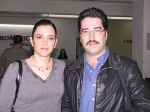 <b> <u> 25 de marzo </u></b> <p> Raúl Domínguez viajó a un Congreso de Climaterio en Nicaragua y fue despedido por Mónica Ramírez.