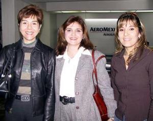 Adriana Rodríguez y Concepción Fernández viajaron a México y fueron despedidas por Lupita Antúnez.