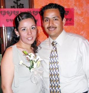 Rocío Pérez Naser y Jesús Álvaro Acevedo López contraerán matrimonio por lo que fueron festejados con una fiesta de despedida.