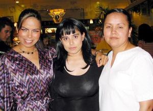 Sandy Enríquez, Suzuki Aguilar y Claudia Caballero.
