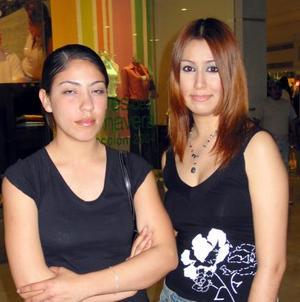 Magda Beltrán y Yahaira Dávila.