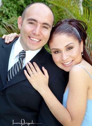 Ing. Damuel Arrmando Castillo e Ing Elizabeth Dorado Saldaña efectuaron su presentación religiosa en la parroquia de San Juan de Los Lagos y contrajeron matrimonio civil el sábado 20 de marzo de 2004..