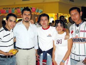 Fueron captados en un centro comercial de la localidad Marco Alanís, Gerado Ibarra, Esteban de la Torre, Lizeth de los Santos y Ronado Gándara.