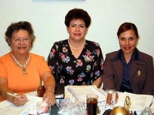 Laurita de Herrera, Rosy de Martínez y Martita de Landeros, mesa directiva del Club de Damas Leonas.