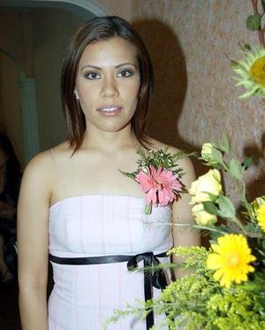 Maricela Acosta Moreno, captada en la despedida de soltera que se le ofreció por su próxima boda.