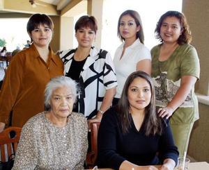 <b><u>28 de marzo </b></u><p> Lilia de Bernal festejó su cumpleaños con una agradable comida acompañada de su mamá Aurora Cerros y sus hermanas Blanca, Silvia, Sulema y Aurora López Cerros.