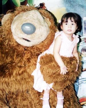 Paola Rodríguez Ortiz festejó su segundo cumpleaños de vida, con un convivio que le fue ofrecido por sus papás en fechas pasadas.