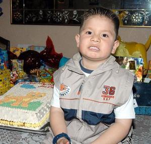 Julio Manuel Márquez Escamillo captado en su fiesta de cumpleaños.
