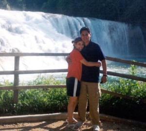 Claudia López de Callejas y Julio Callejas disfrutaron de su luna de miel, en las bellas cascadas de Agua Azul en Chiapas