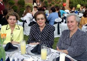 Irene de Cuerda, Gloria de Villanueva y Delia Gómez, disfrutaron de una agradable tarde en días pasados.