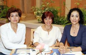 Lourdes Duarte, Beba Medinaveitia y Alicia Duarte.