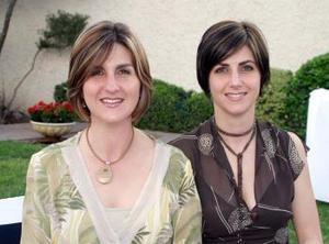 <b><u>31 de marzo </b><u><p> Pilar y Laura Calleja en pasado acontecimiento social.