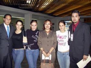 Eduardo Rocha regresó a México y fue despedido por Lorena, Verónica, Saide, Marcela y Anwar.