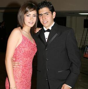 Mariana Flores del Colegio Inglés junto a su acompañante Beto Díaz de León
