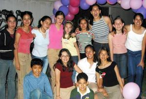 <b><u> 15 de abril </b></u><p> Rocío Asúnsolo Izaguirre recibió numerosas felicitaciones por su cumpleaños, en el cual estuvo acompañada de amigos y familiares.
