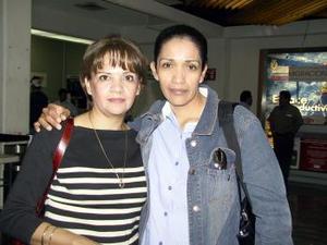 <b> <u> 02 de abril </b></u> <p> Martha Espinoza regresó a Tijuana y fue despedida por Guadalupe Quiroz.