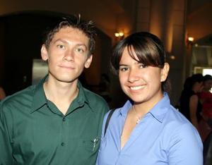 <b> <u> 01 de abril </b> </u> <p> Luis Carlos Rivera Niño y Graciela Espinoza.