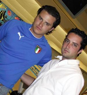 <b> <u> 02 de abril </b> </u> <p>  Mauricio Mansur y Chilo Ortíz.