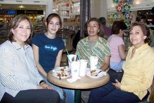 Sara Bucio, Jacky Shepard, Flor Bucio y Rosi Bucio.