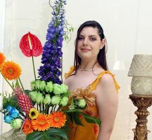 Cynthia  de la Peña Seijas fue festejada con una elegante fiesta.