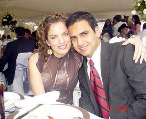 Alma Patricia Acosta Rodríguez y Jorge Mata Carlos contrajeron matrimonio el 3 de abril de 2004.