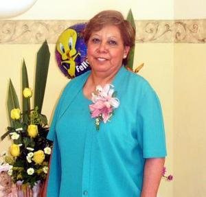 Juana Virginia de la Torre celebró su cumpelaños recientemente con una grata reinión ofrecida por Lidia González.