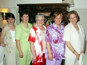 Esperanza López de Jaik festejó su cumpleaños en compañía de Esperanza Kaik, Patricia de Montoya, María Elena de Rodríguez y Mónica de Cantú.