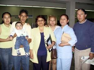 Carmen Díaz y Alberto Rodríguez fueron despedidos por Luz, Francisco, Julia, Mauro y Luz María antes de viajar a Tijuana.