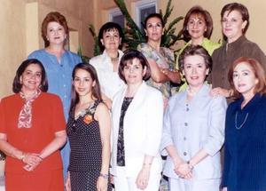 Celia de Iriarte, Lupita de Vega, Rosa de Martínez, Bertha Aurora Berlanga, Cristina de Ibargüengoytia, Esther de Garza, Yolanda de Robles, Mony y Vicky le ofrecieron una despedida de soltera a Claudia Robles Heimpel.