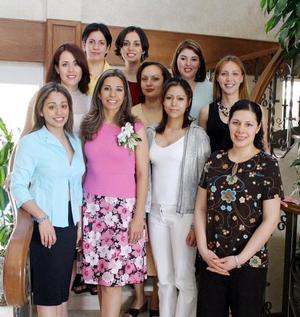 Jessica Evaristo contraerá matrimonio con Jorge López Amor Díaz y fue festejada con una despedida de soltera a la que asistieron un grupo de invitadas.