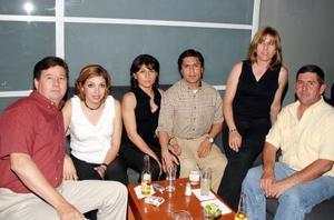 <u><b> 04 de abril </u> </b><p> Miguel y Griselda  Casale, Gerardo y Lucía Barraza, Manuel y Meli Martínez.