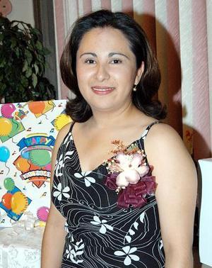 Sandra Esparza Balderas, captada en la despedida de soltera que le ofrecieron en días pasados.