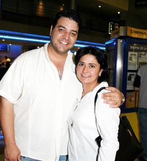 Juan Carlos Esparza y Jessica M. de Esparza