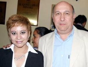 <u><b>06 de abril </b></u> <p> Yolanda Almaraz de Vallejo y Ernesto Vallejo Romo.