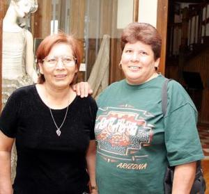 Beatriz y Rosa Consolo López están de visita en la Laguna procedentes de Ciudad Juárez, Chih.