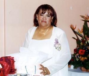 <u><b>08 de abril </b></u> <p> Yolanda Rodríguez Flores recibió felicitaciones por su jubilación.