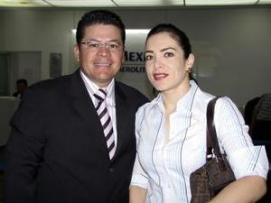 Para atender asuntos de negocios se trasladaron a la Ciudad de México el señor Héctor F. León e Ivonne de León.