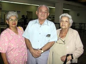 Francisco Santos y Luisa Padilla fueron despedidos por Margarita Santos antes de viajar a San Diego