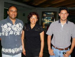 Carolina Velásquez fue depedida por Miguel Ángel y Trino, antes de viajar a Tijuana