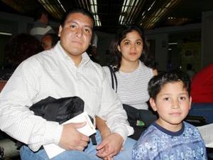 <b> <u> 10 de abril </b></u> <p> Samuel Hernández, Sheila Tirado y Édgar Tirado regresaron a la Ciudad de México
