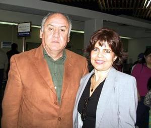 Carlos Gallegos viajó a Nueva York y fue despedido por Socorro Gallegos